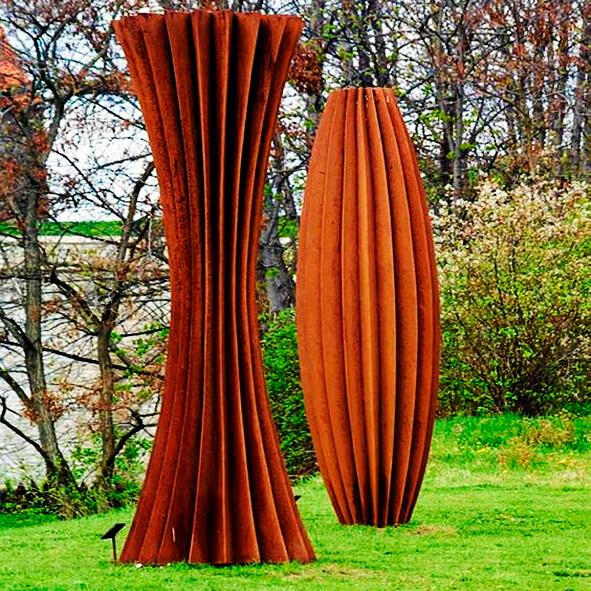 Скульптурная группа из двух объектов (2)